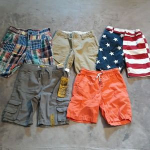 Lot of 5 pairs of boys size 5 shorts.